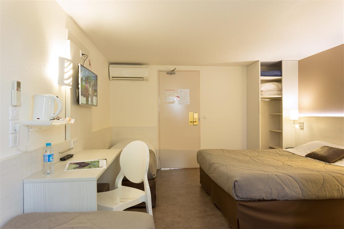 Salle De Bain Famille chambre familiale - chambre hotel le mans - hotel pas cher