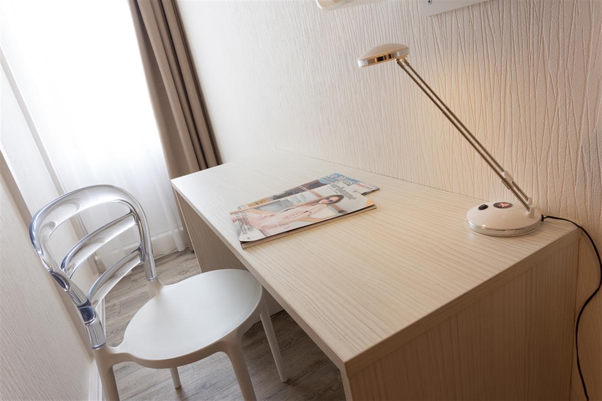 chambre sup rieure chambre hotel le mans hotel pas cher sarthe 72 hotel en famille le mans. Black Bedroom Furniture Sets. Home Design Ideas